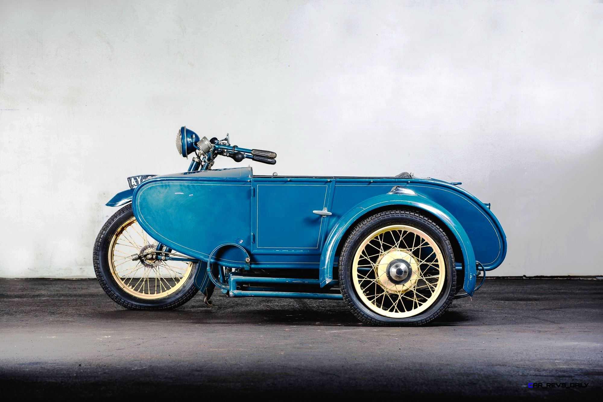 1925-Henderson-De-Luxe-with-Goulding-Sidecar.jpg