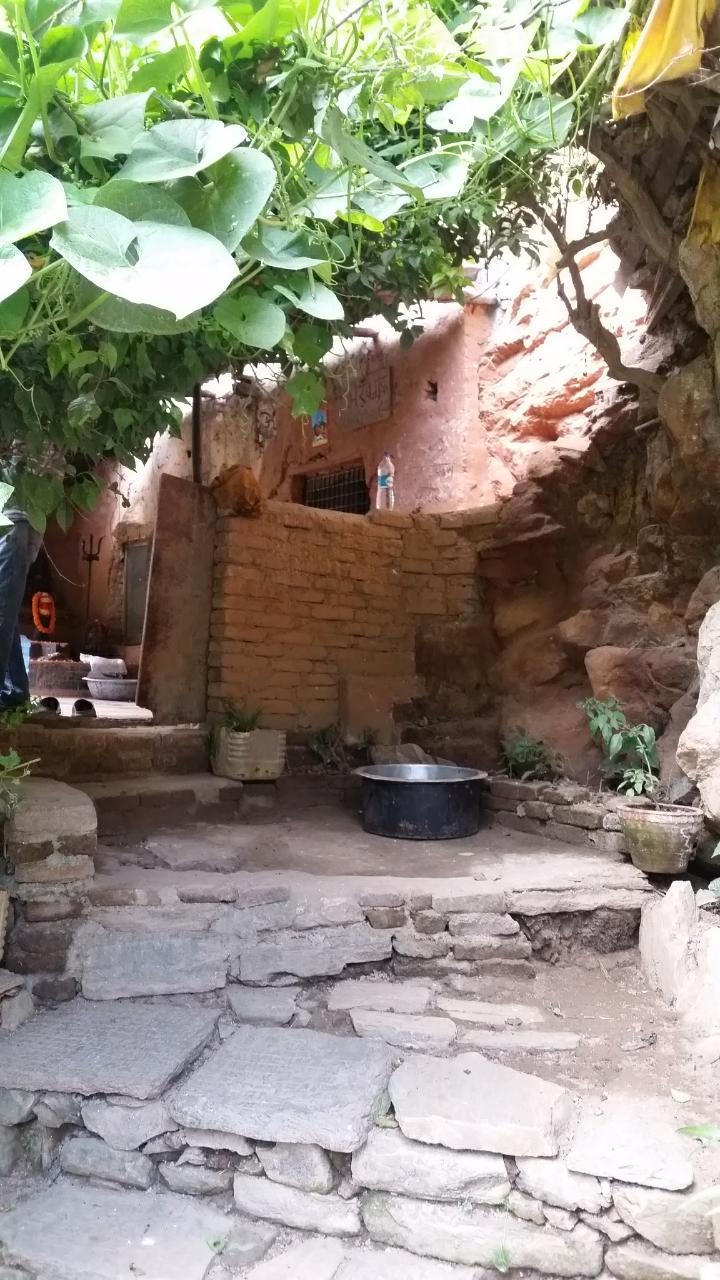 2018-10-07  Pashupati  area and caves13_1538906529331_28.JPG