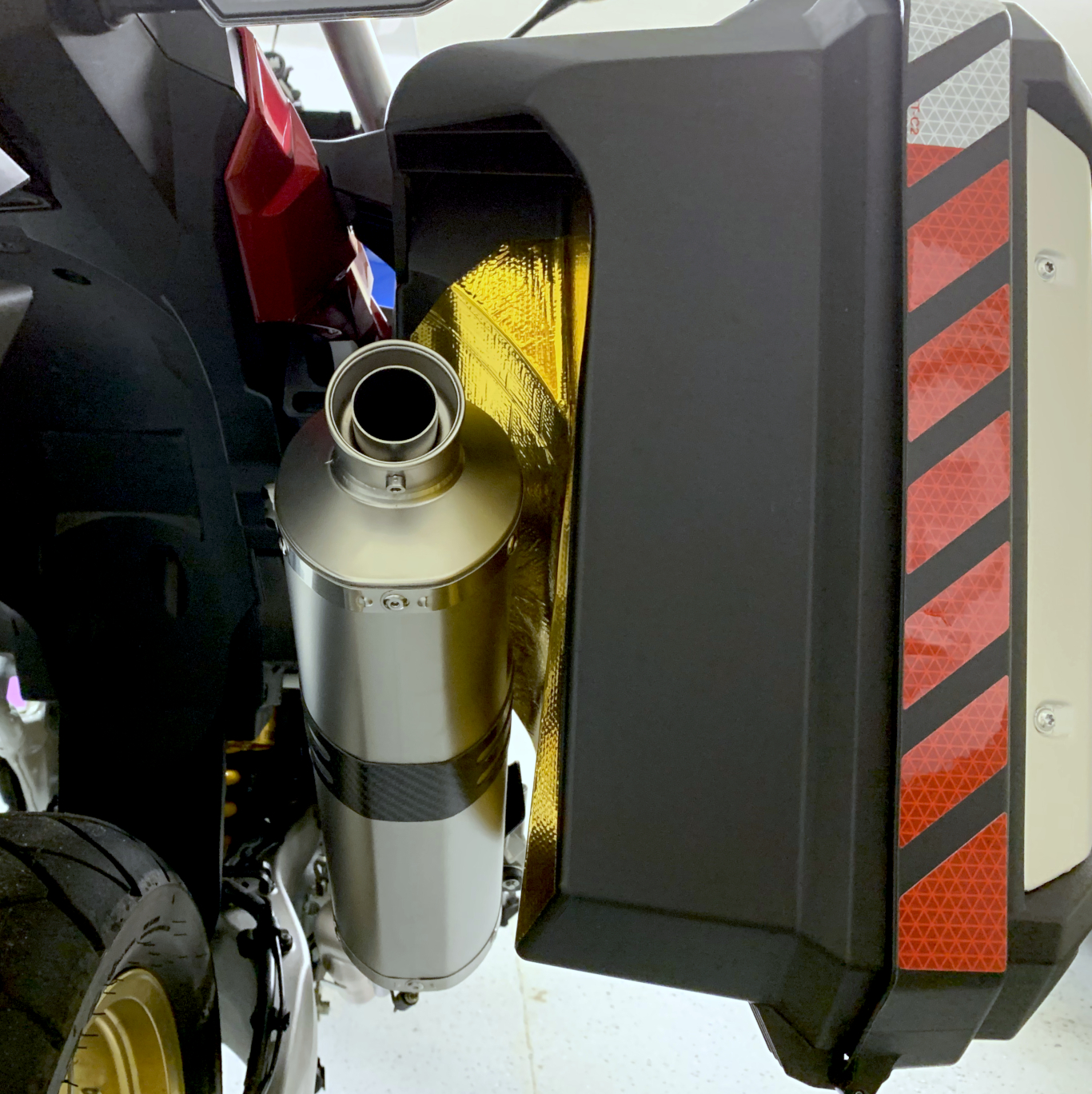 2018 ATAS Leo Vince Exhaust Pannier Gold Heat Reflective 2.jpg