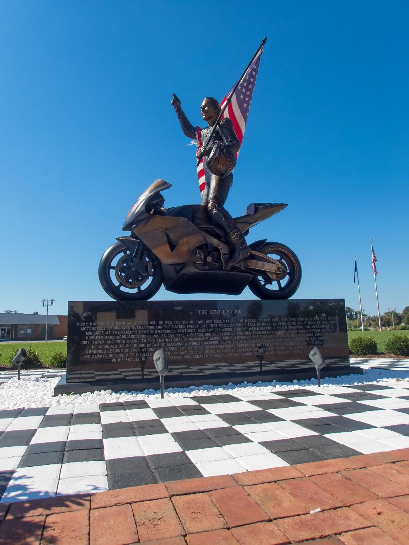 2018SEP30_Nicky-Hayden-statue(1)sm.jpg