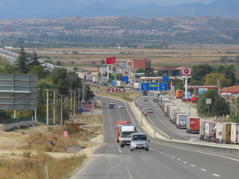 2021-09-30 Turkey border traffic .jpg