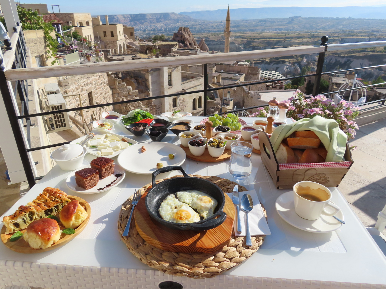 2021-10-04 Karlik Hotel breakfast .jpg