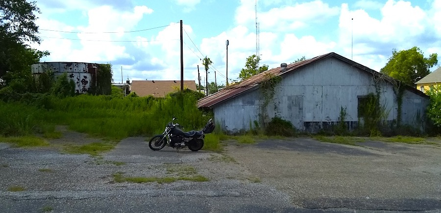 abandoned building & tank Overton.jpg