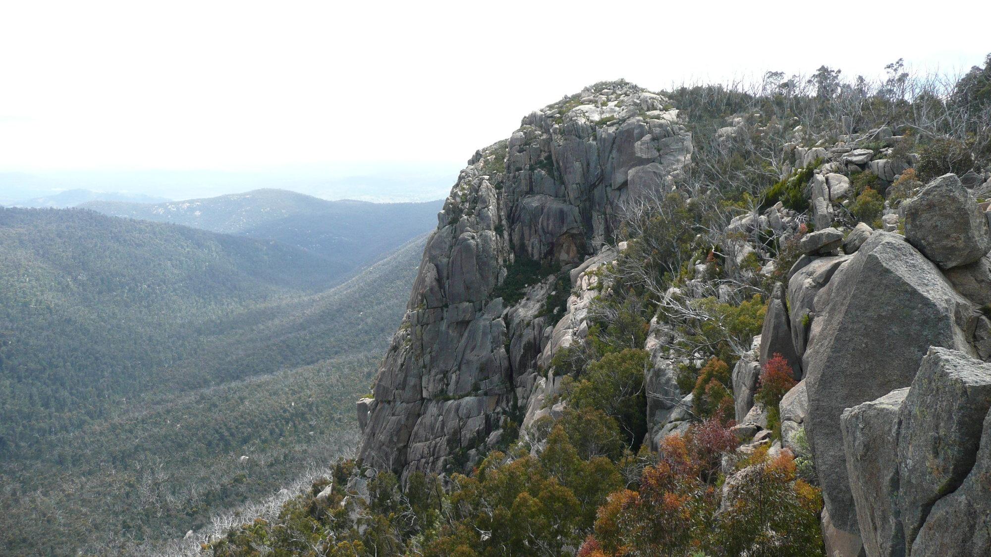 booroomba cliff.JPG