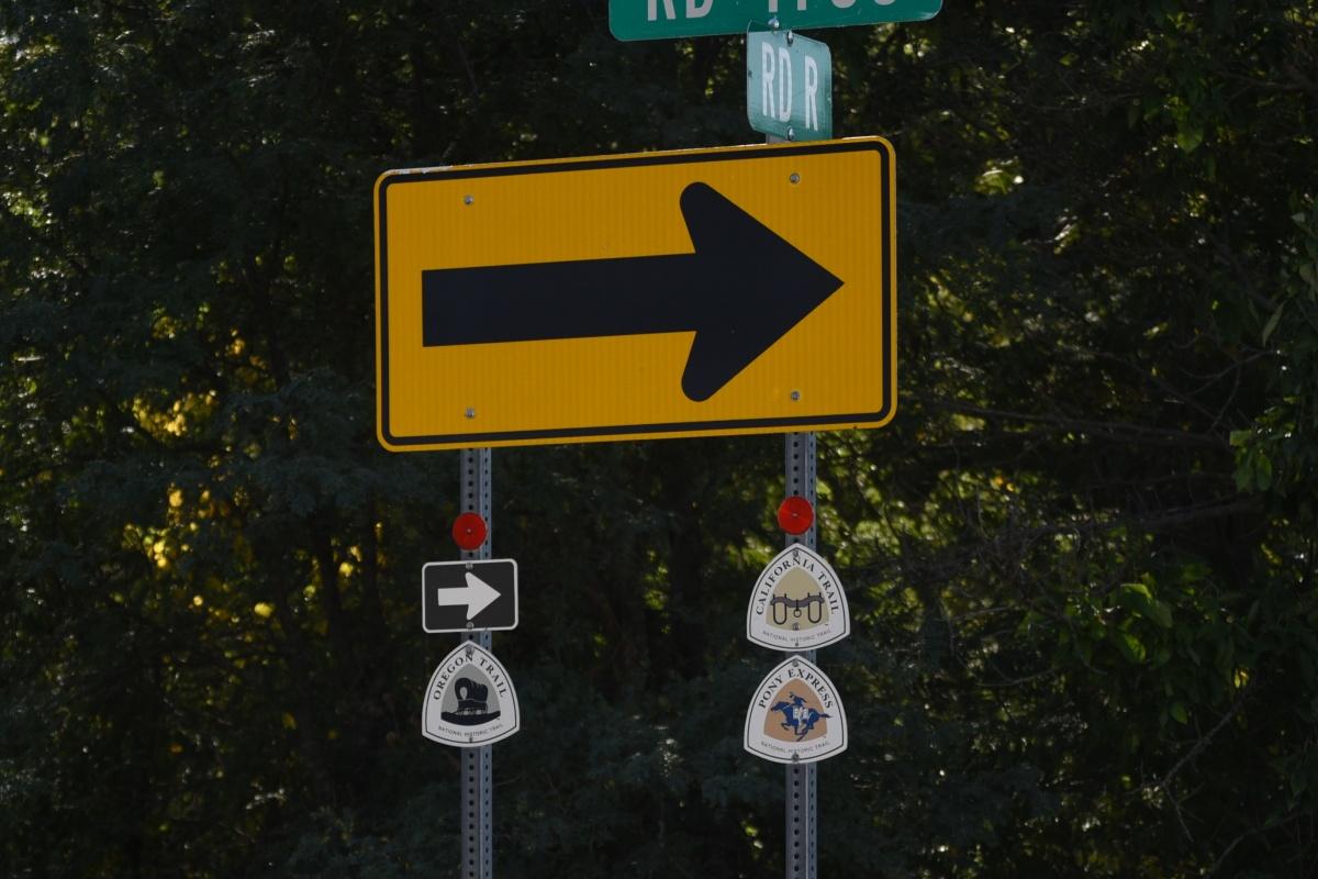 DSC_0337a Historic Trail Signs.JPG