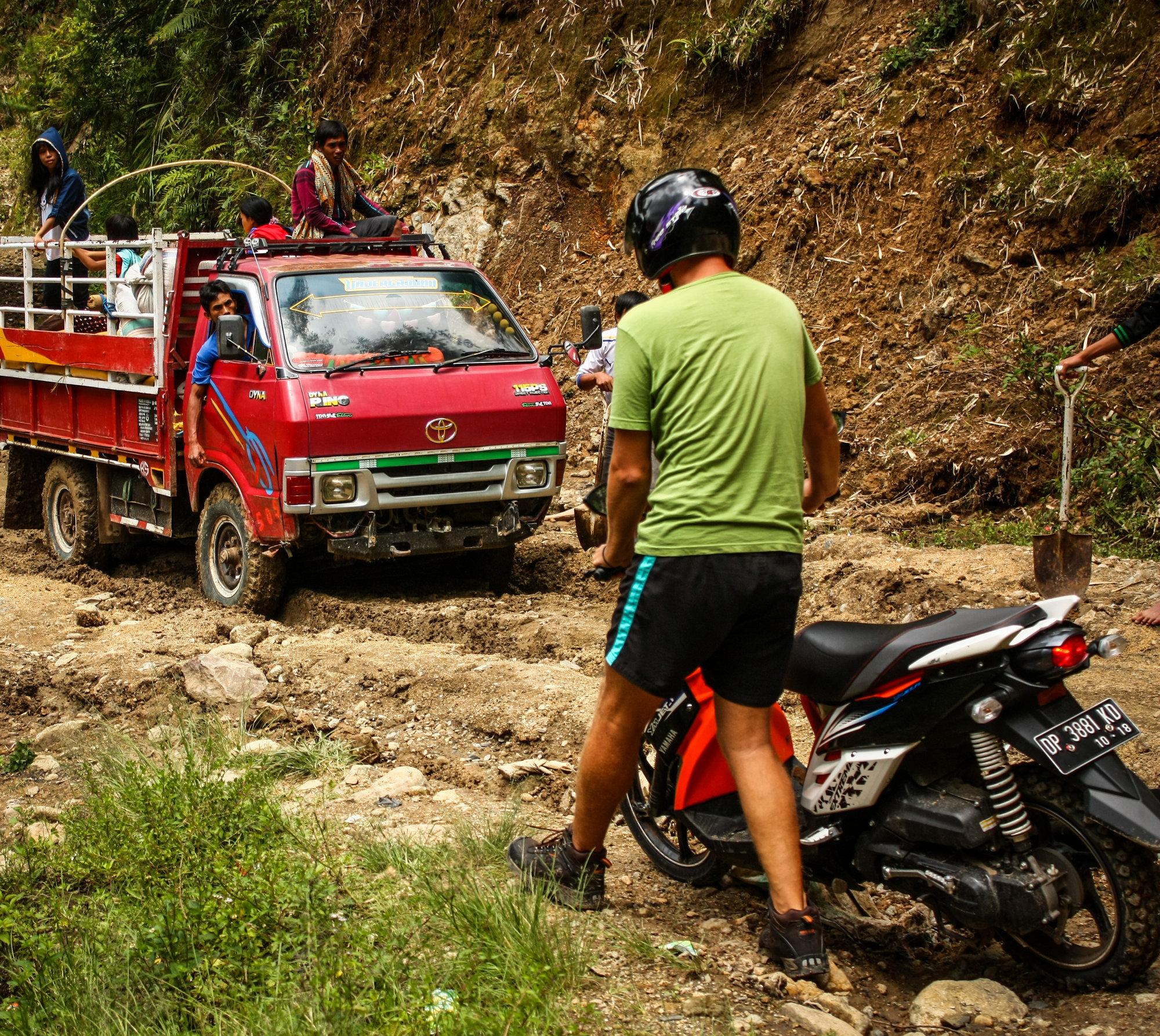 indonesia-tana-toraja-scooter.jpg