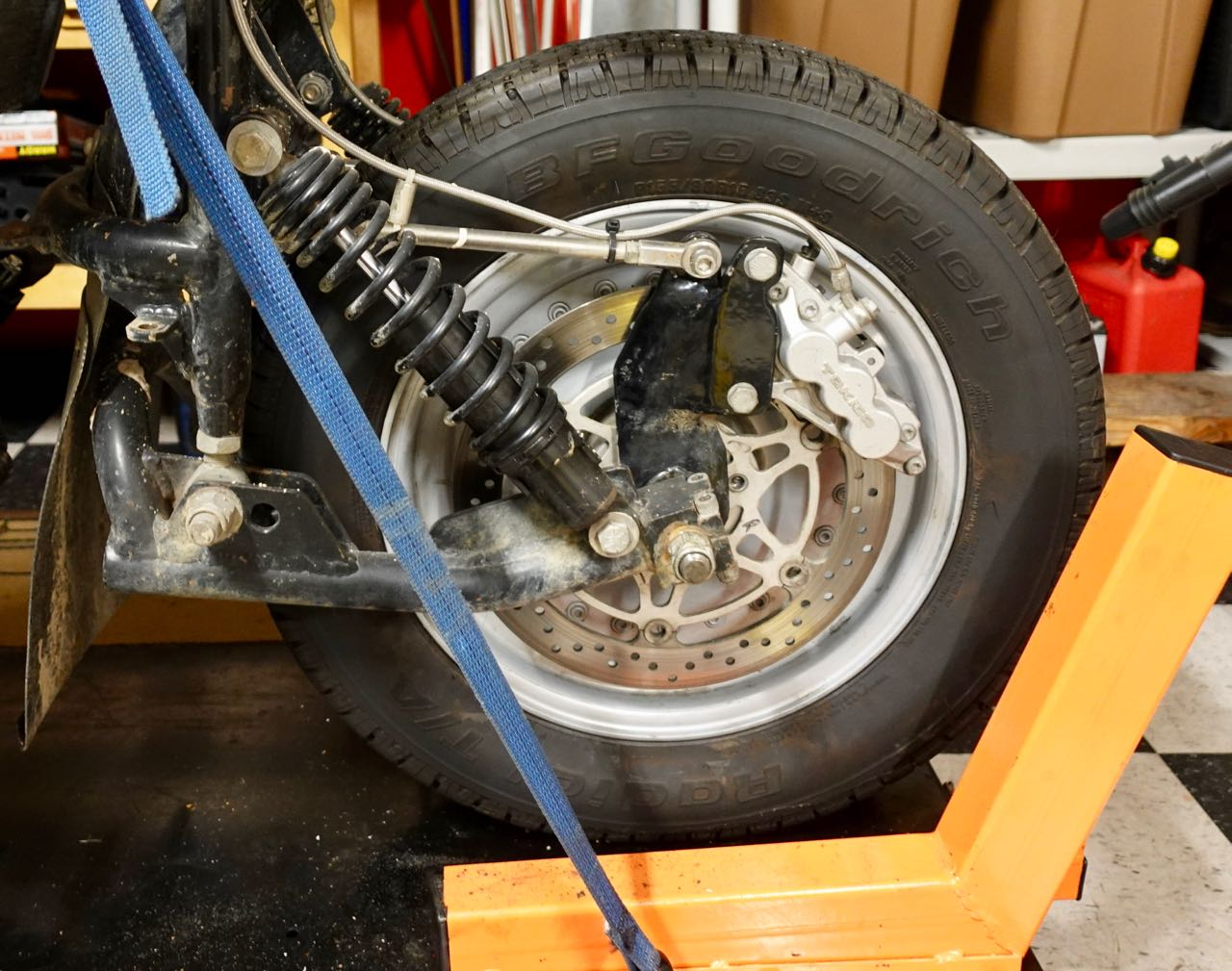 Leadinglink car tire.jpg