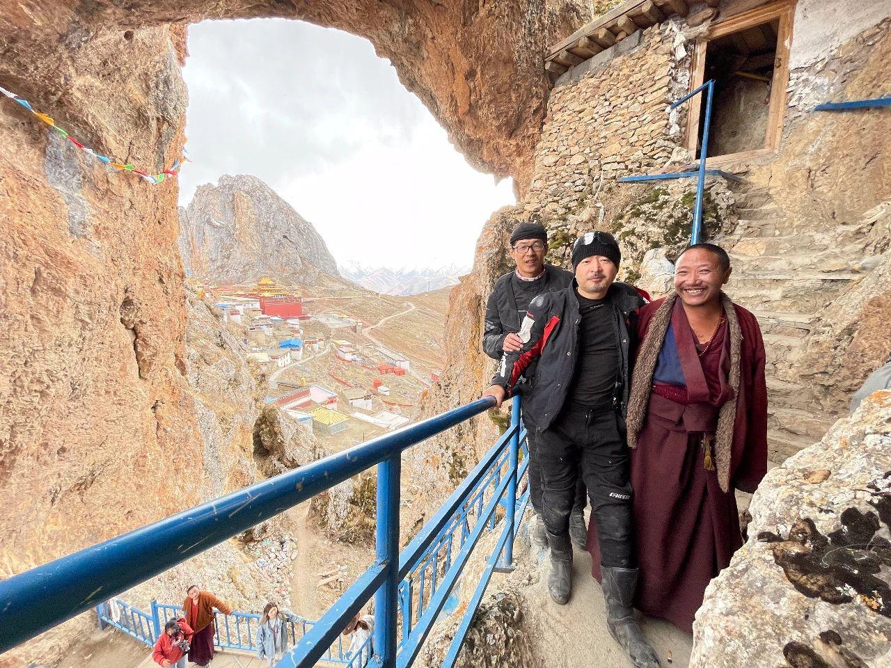 Meet the secret territory of eastern Tibet, the sky city Zizhu Temple (12).jpg