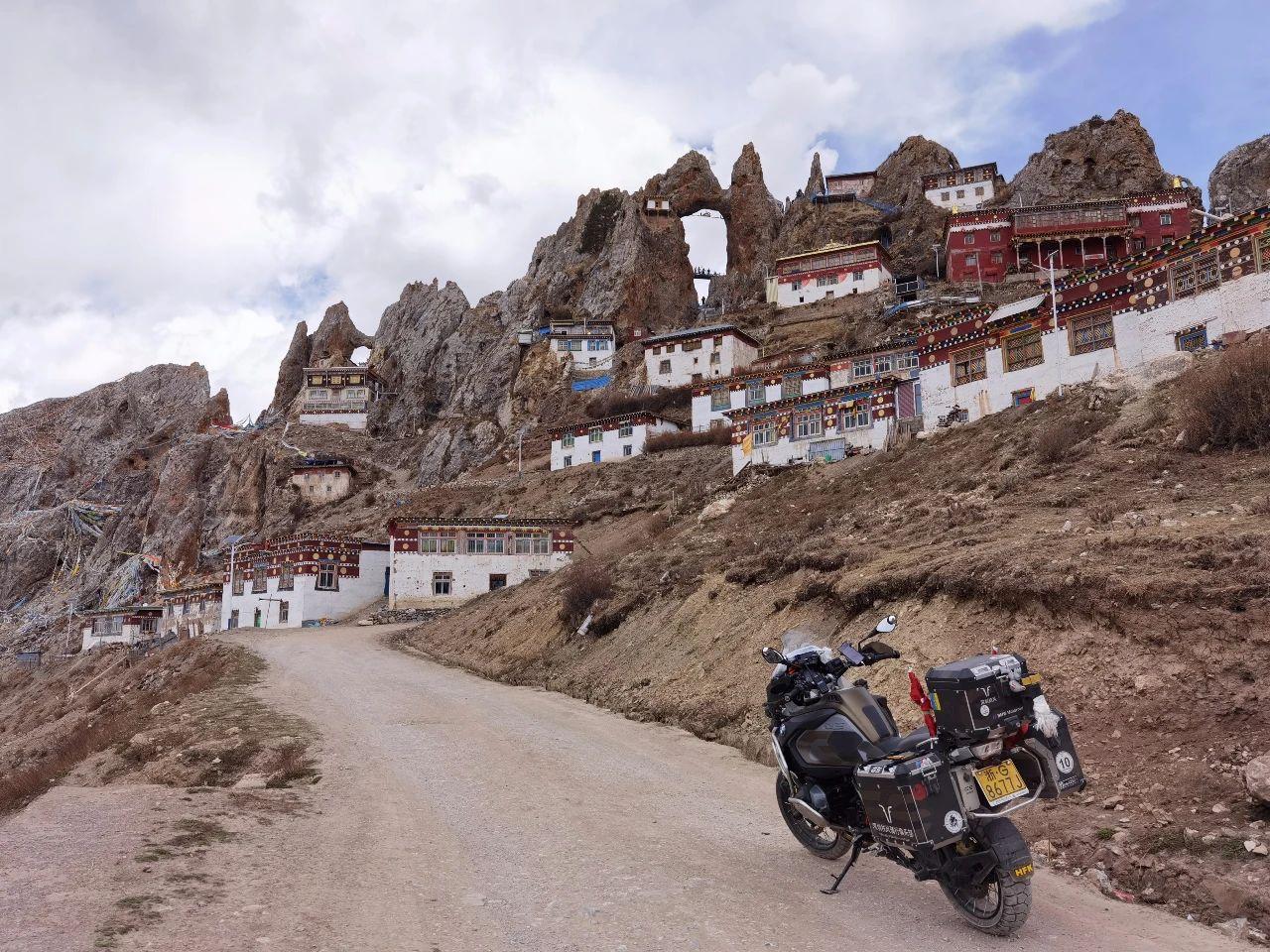 Meet the secret territory of eastern Tibet, the sky city Zizhu Temple (7).jpg