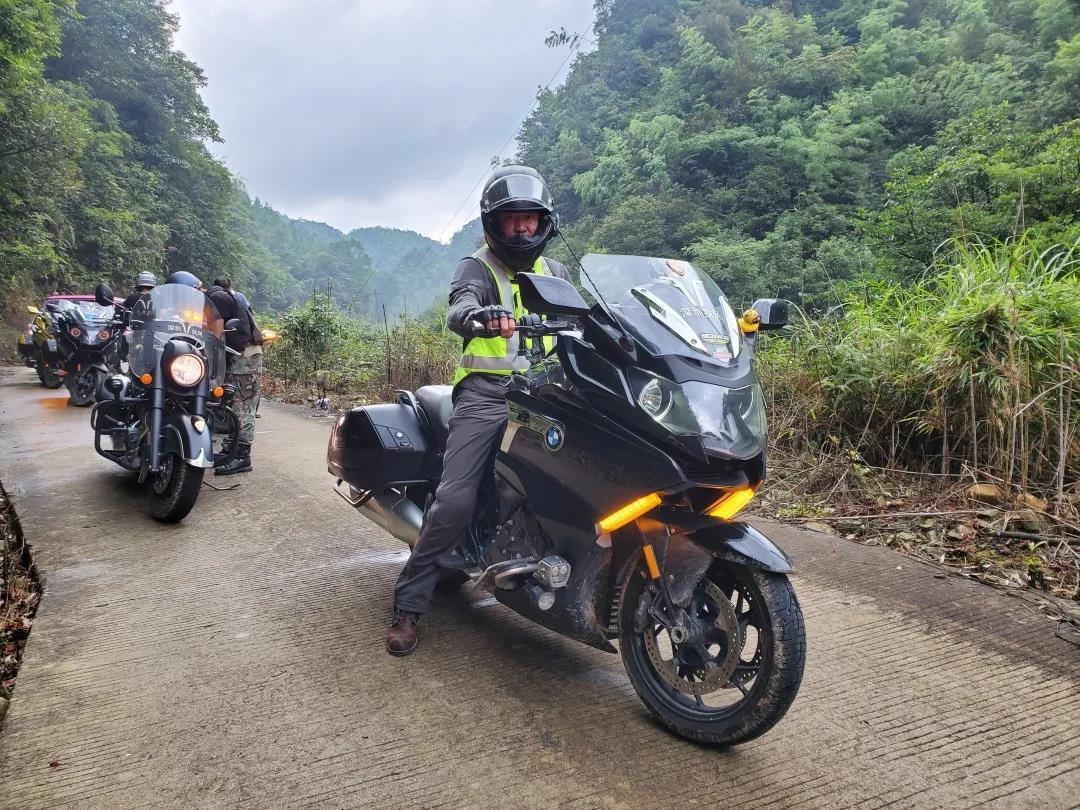 motorcycle trip in grassland-8.jpg