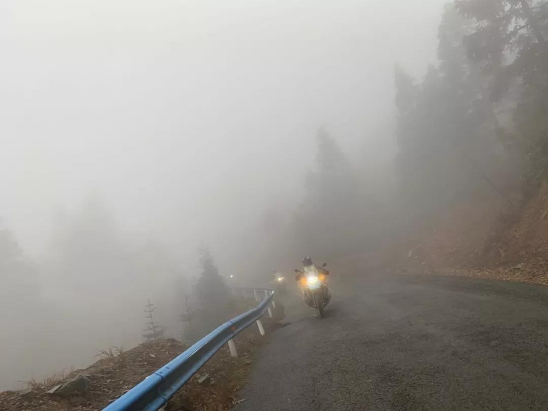 Motorcycle Trip in Guizhou Province-28.jpg