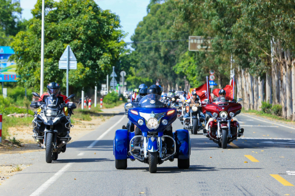 Motorcycle trip through Longmen County  (1).png