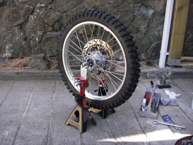 Tire balancing stand.JPG