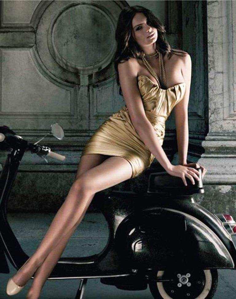 vespa-ladies-vespa-girls-scooter-girls-cigarmonkeys-smoke-and-urban-ride-11-768x973.jpg