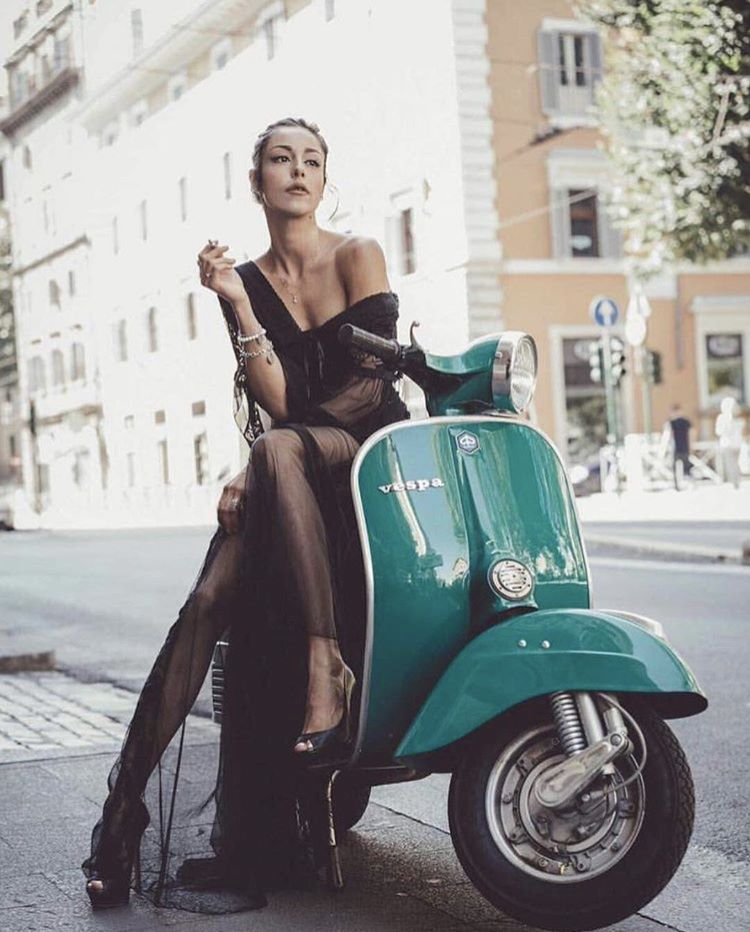 vespa-ladies-vespa-girls-scooter-girls-cigarmonkeys-smoke-and-urban-ride-27.jpg